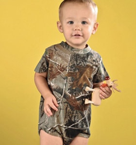 Code Five 4485 - INFANT OFFICIALLY LICENSED REALTREE CAMO BODYSUIT